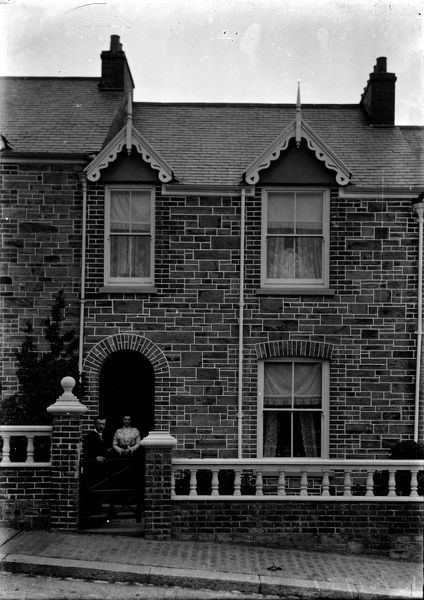 Couple outside terraced house in Daniell Road. Photographer: Arthur Philp