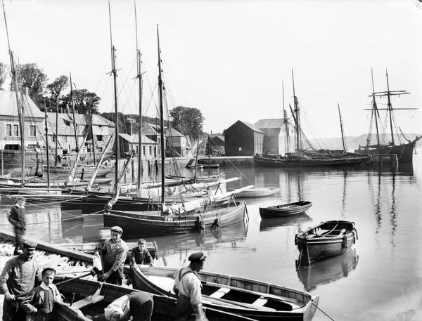 Boats in the foreground are Royal Highlander, Annie and PW10. The schooner, in the background right, is the Guiding Star. Photographer: Unknown