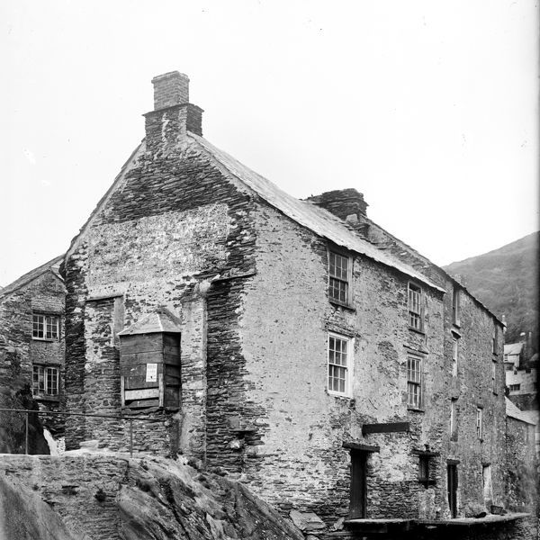 House on waterfront, Polperro, Cornwall. Photographer: Unknown