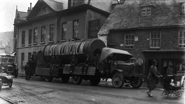 Lorry carrying a large boiler through Truro, Cornwall. September 1926. © From the collection of the RIC