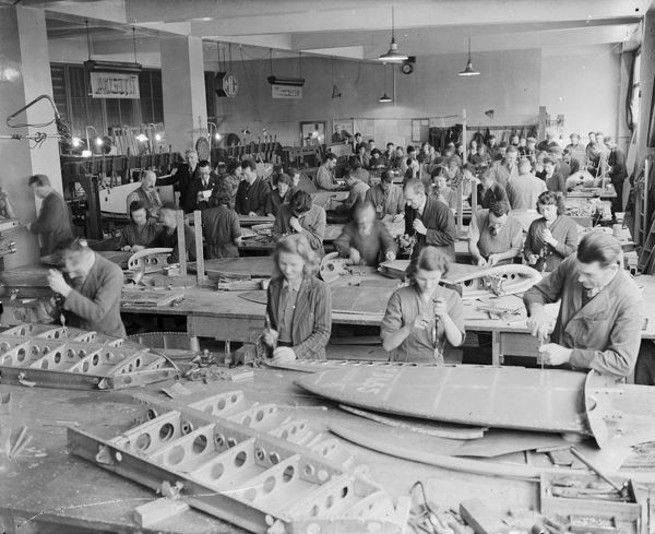 Machine shop, H.T.P. Motors Ltd., Back Quay, Truro, Cornwall. 1941. © From the collection of the RIC