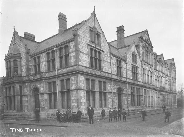 The Passmore Edwards Free Library and technical school on the corner of Pydar Street and Union Place. The library opened on the 24th October 1899. A group of mainly school children pose for the camera. Probably taken not long after the school opened