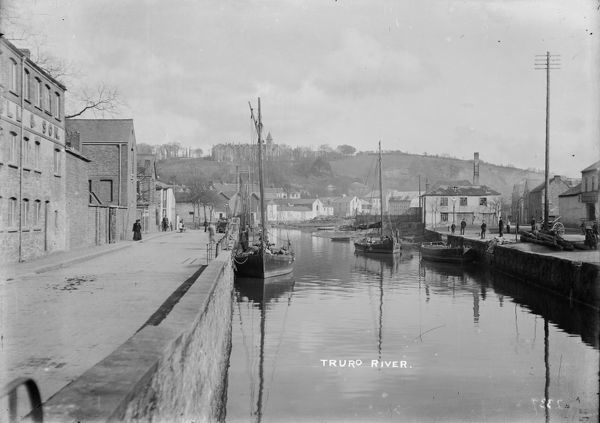 Back Quay and Lemon Quay, from Lemon Street bridge looking towards Truro school on the hill in the background. Photographer: Arthur Philp