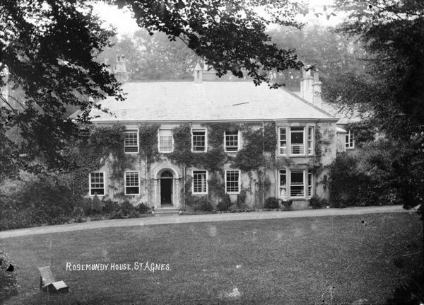 View of the front of Rosemundy House, St Agnes, including the front garden