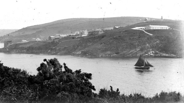 Taken from the north east, with castle on left and a view upstream towards Polruan. Photographer: Unknown