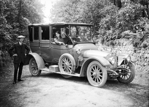 Sunbeam Landaulet motor car, Cornwall. Around 1913. © From the collection of the RIC