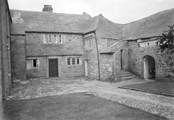 The rear courtyard of Truthall Manor House. Photographer: Charles Woolf