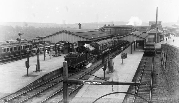 A view of the station from the footbridge with the locomotive 'Tasmania', Bulldog class 3457. Originally built in January 1904 she was renumbered in 1912 to 3395. Photographer: Arthur Philp or Arthur William Jordan